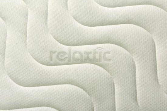 Potah na matraci Relaxtic je dvoudílný a prošitý vzdušným dutým vláknem.