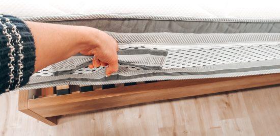 Snímatelný a pratelný potah s 3D větracím lemem po obvodu umožňující uchovat matraci v suchém a hygienickém prostředí